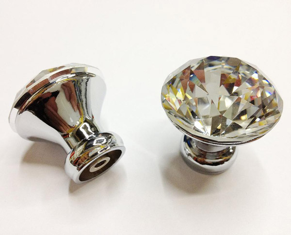 glass pulls and knobs